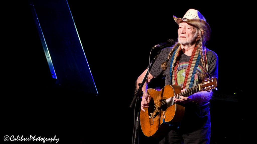 Willie Nelson 12.11.18 HiRes_Calibree-14 Web Logo