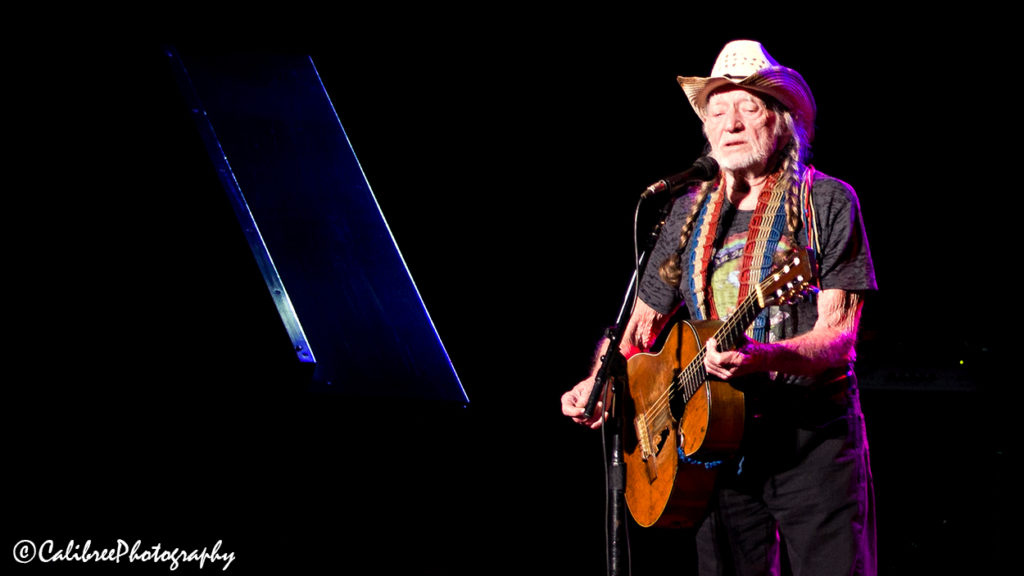 Willie Nelson 12.11.18 HiRes_Calibree-17 Web Logo