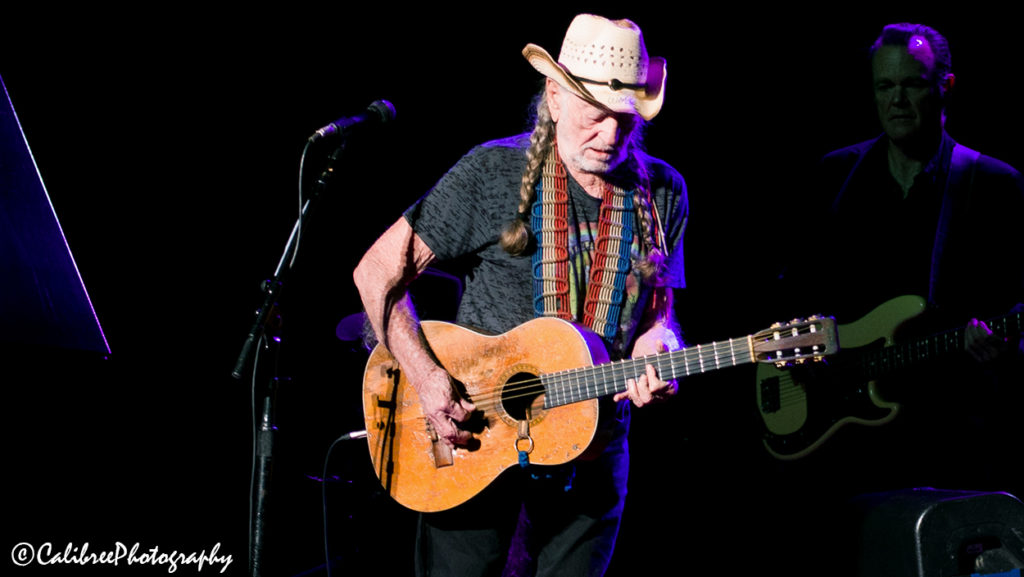 Willie Nelson 12.11.18 HiRes_Calibree-26 Web Logo