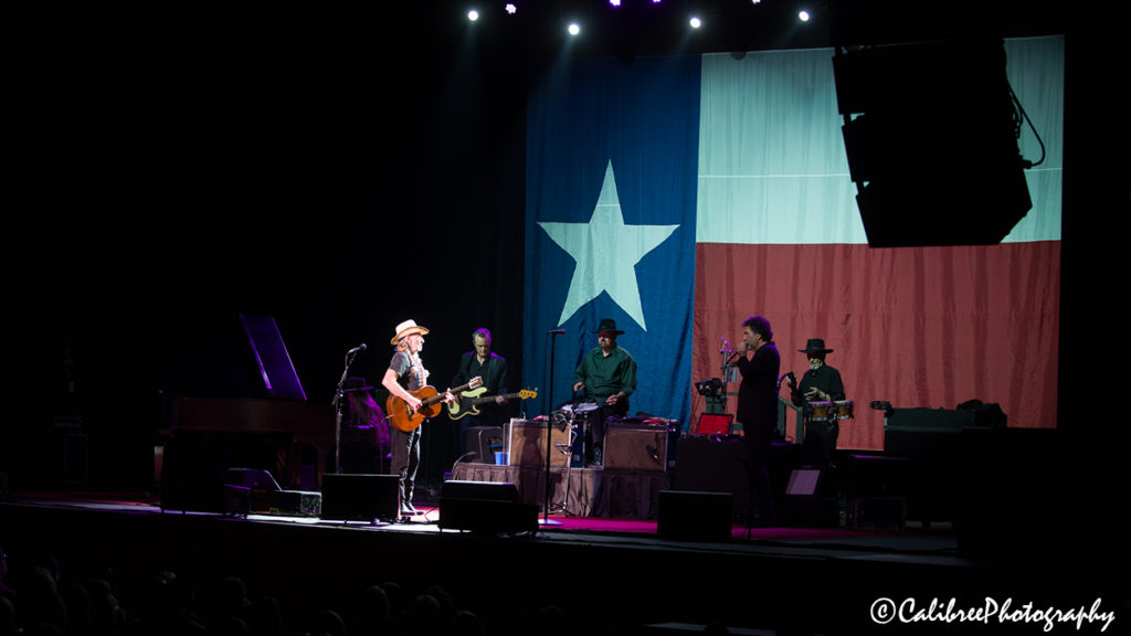Willie Nelson 12.11.18 HiRes_Calibree-27 Web Logo