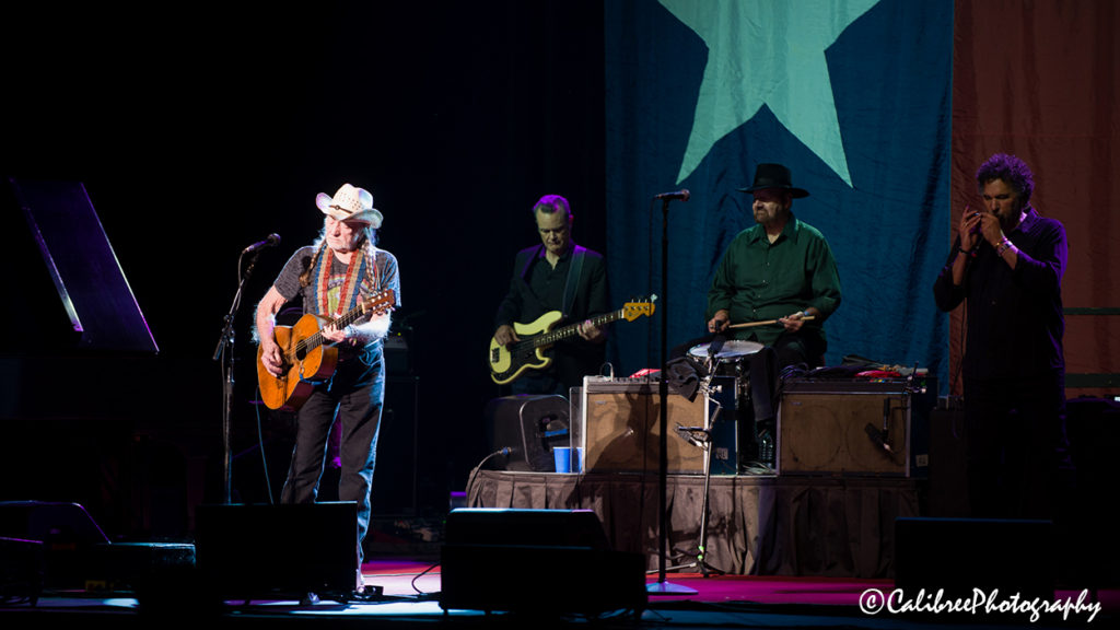 Willie Nelson 12.11.18 HiRes_Calibree-8 Web Logo
